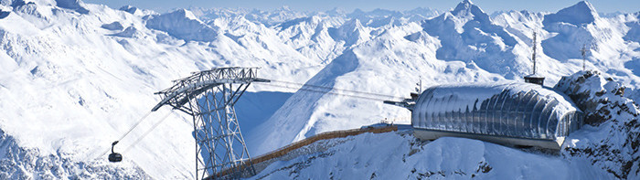 As one of Austria's top ski resorts, Sölden nestles between three mountains over three thousand metres, a.k.a the BIG 3, which can be reached via ultra-modern cable car systems.